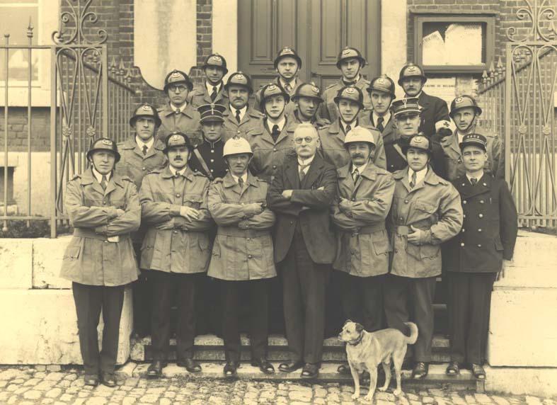 fontainier-02-avec-les-pompiers-1935.jpg