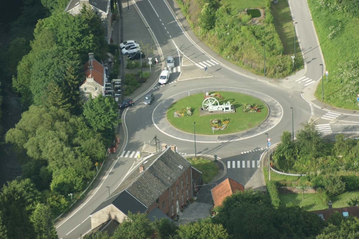 Rond point maubers 01